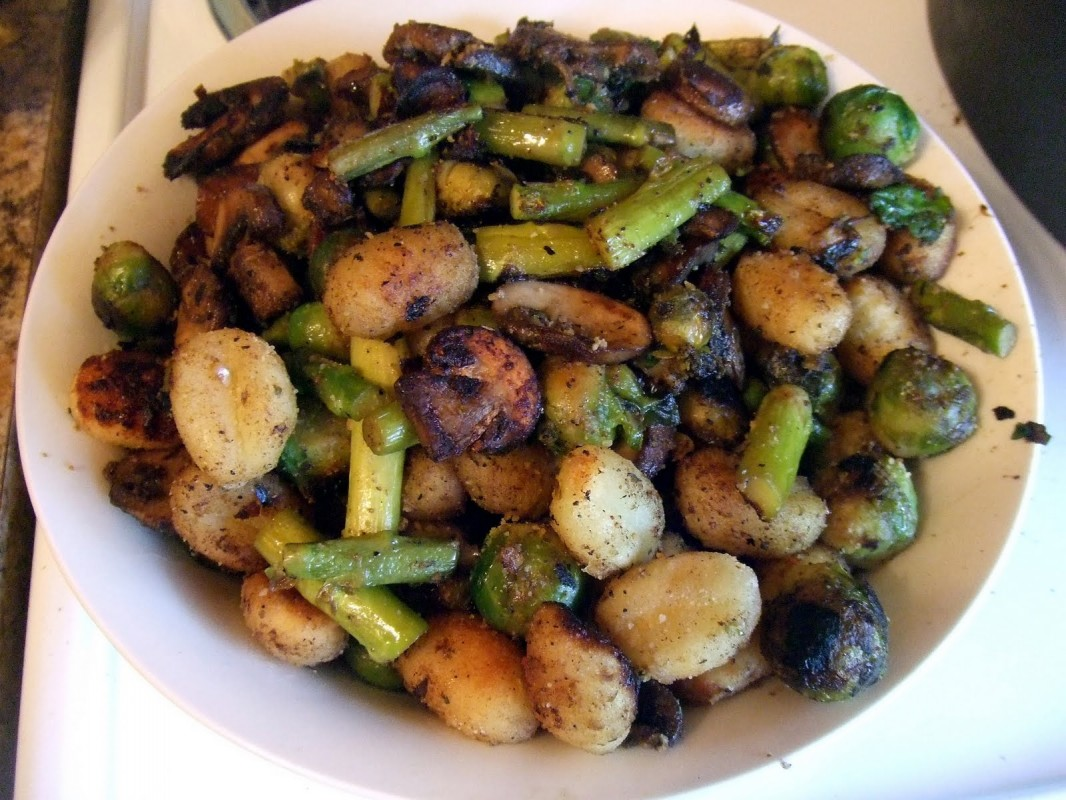 Crispy-Gnocchi-with-Mushrooms-Asparagus-and-Brussel-Sprouts-1066x800