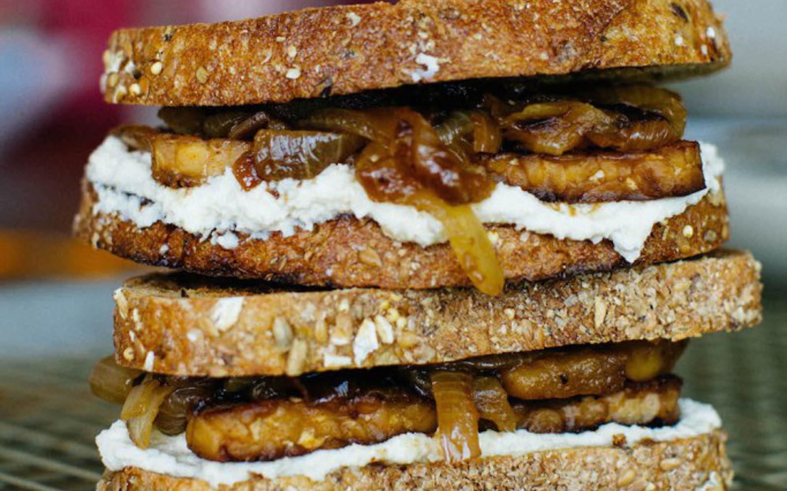 maple tempeh sandwich