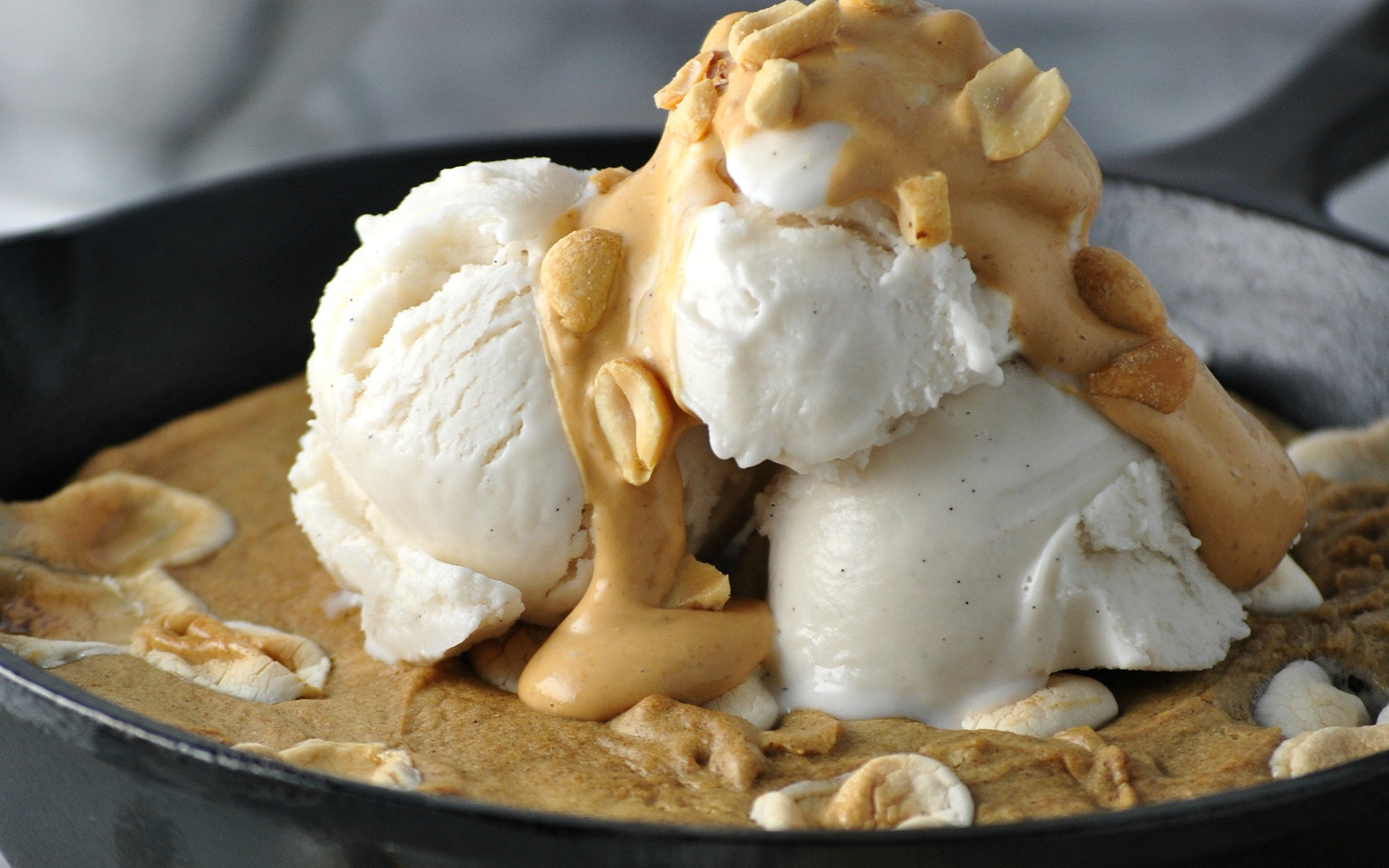 Fluffernutter Skillet Cookie