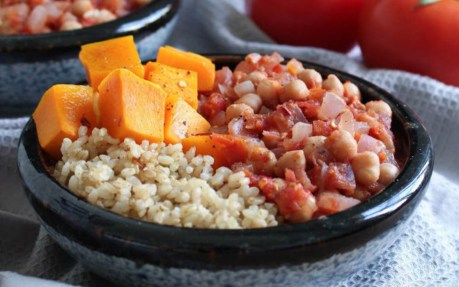 Quick and Easy Spiced Chickpeas With Tomato