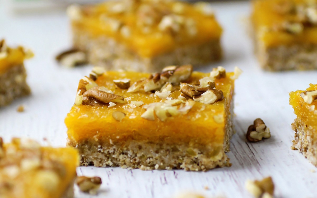 vegan no-bake apricot squares