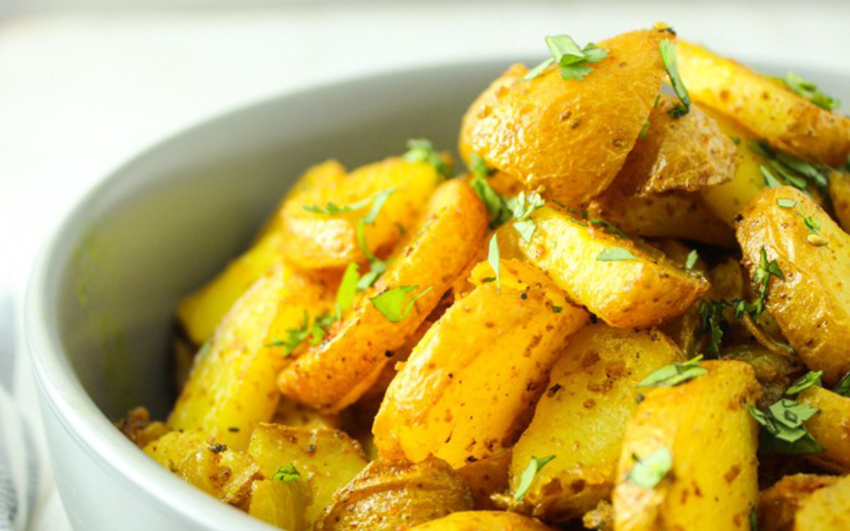 Crispy Turmeric Curried Roasted Potatoes