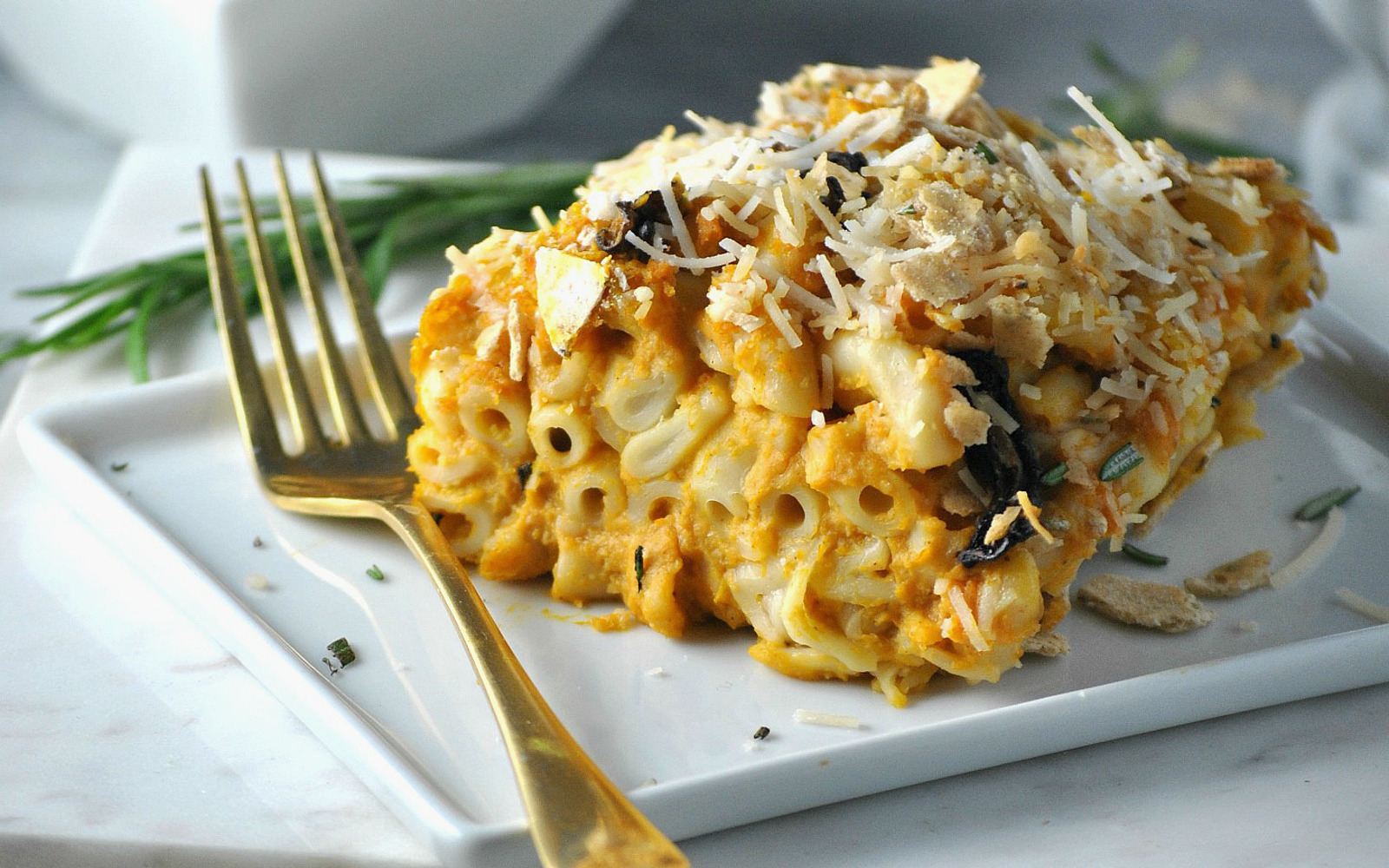 VEgan Butternut Squash Mac and Cheese Casserole