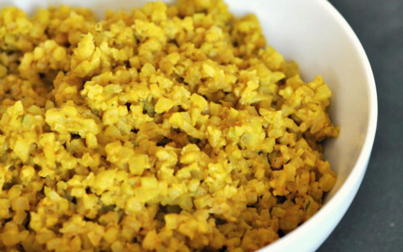 Vegan Cheesy Turmeric Cauliflower Rice