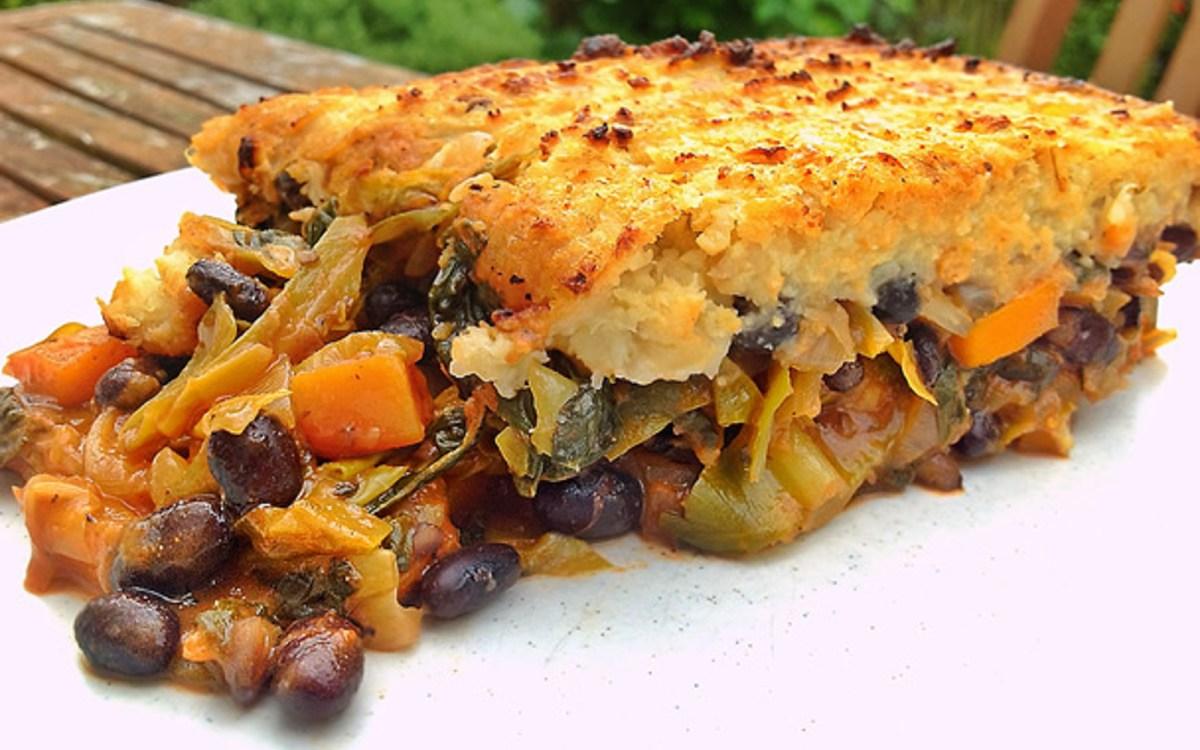 vegan black bean and vegetable cottage pie with cauliflower mash