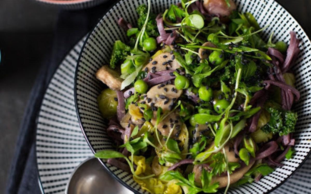 Black Rice Noodle and Vegetable Stir Fry [Vegan, Gluten ...
