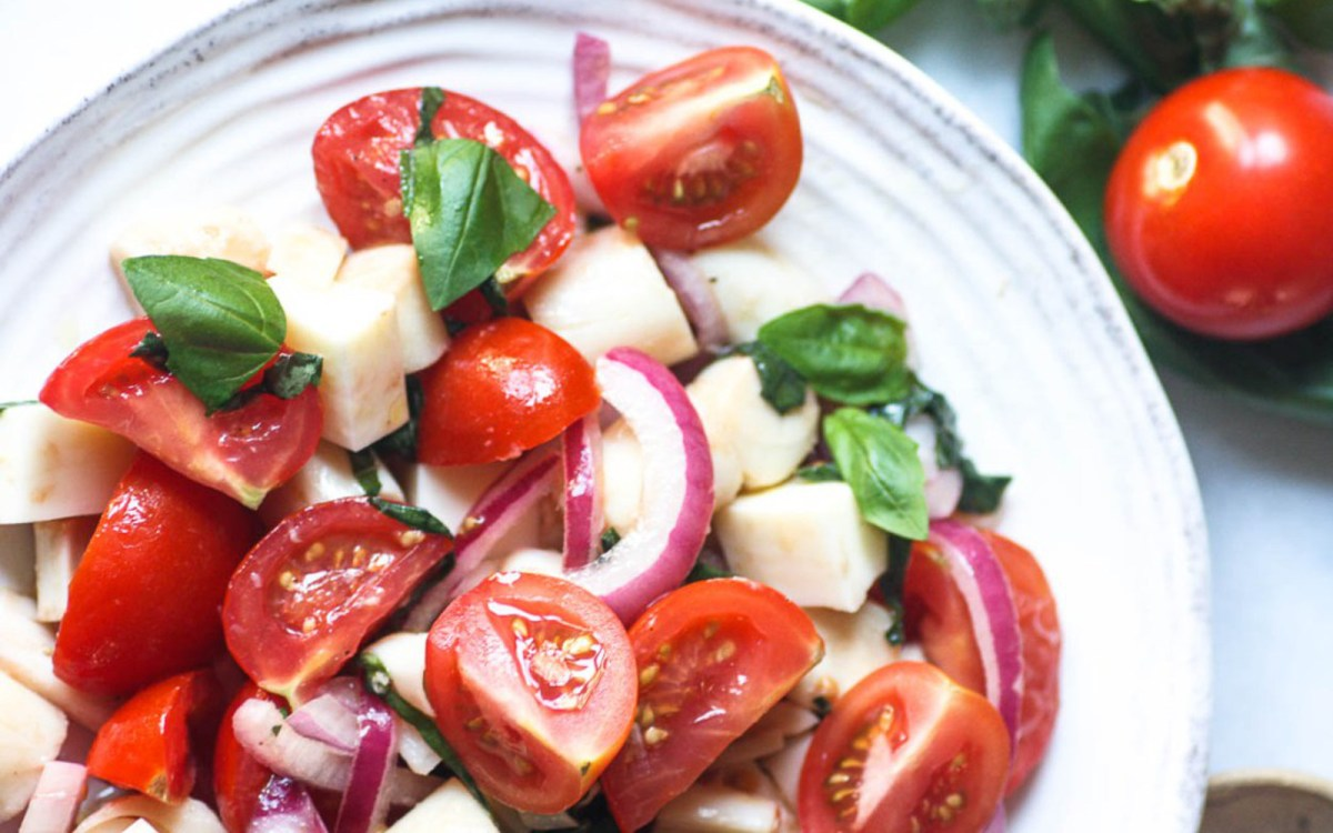 Vegan caprese salad with hearts of palm