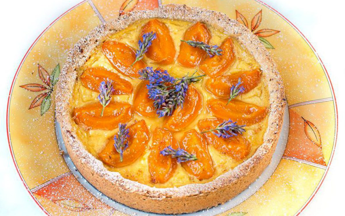 vegan apricot tart with lavender sugar