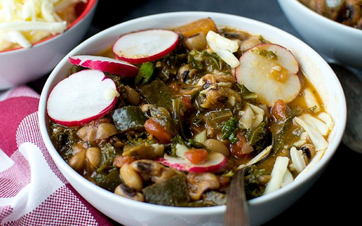 Black eyed peas and kale chilli