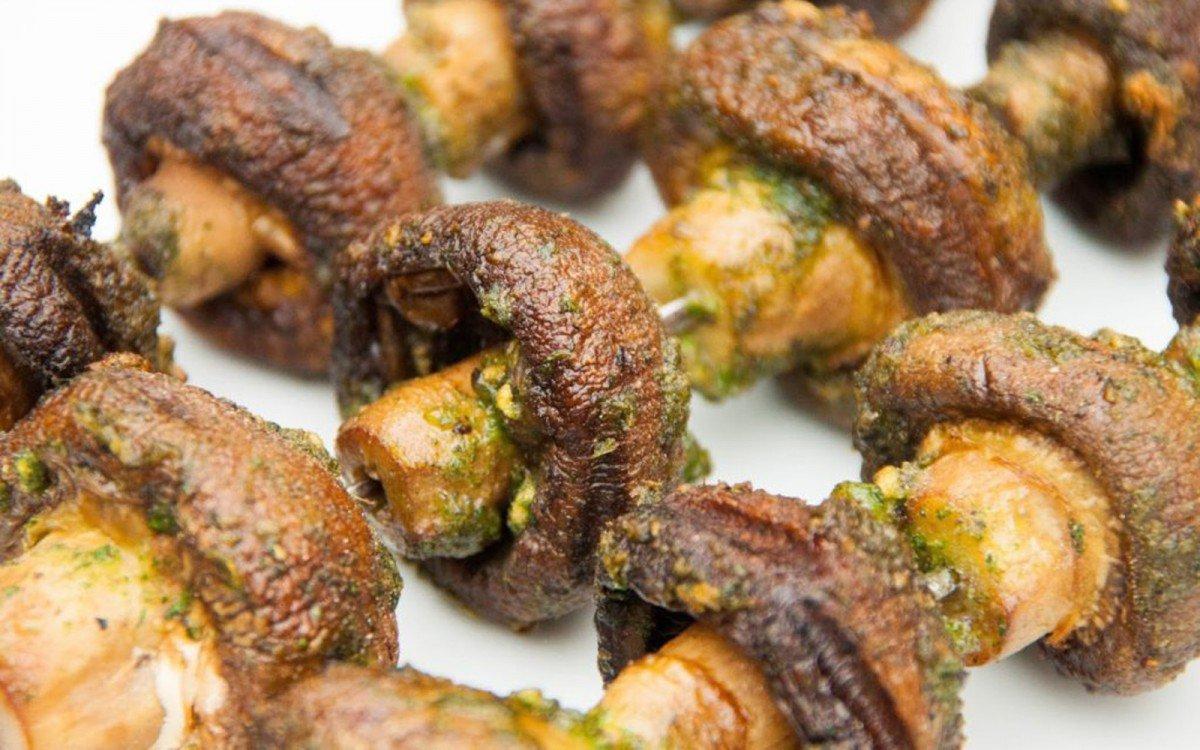 garlicky-barbecue-mushroom-kebabs-b-1200x750