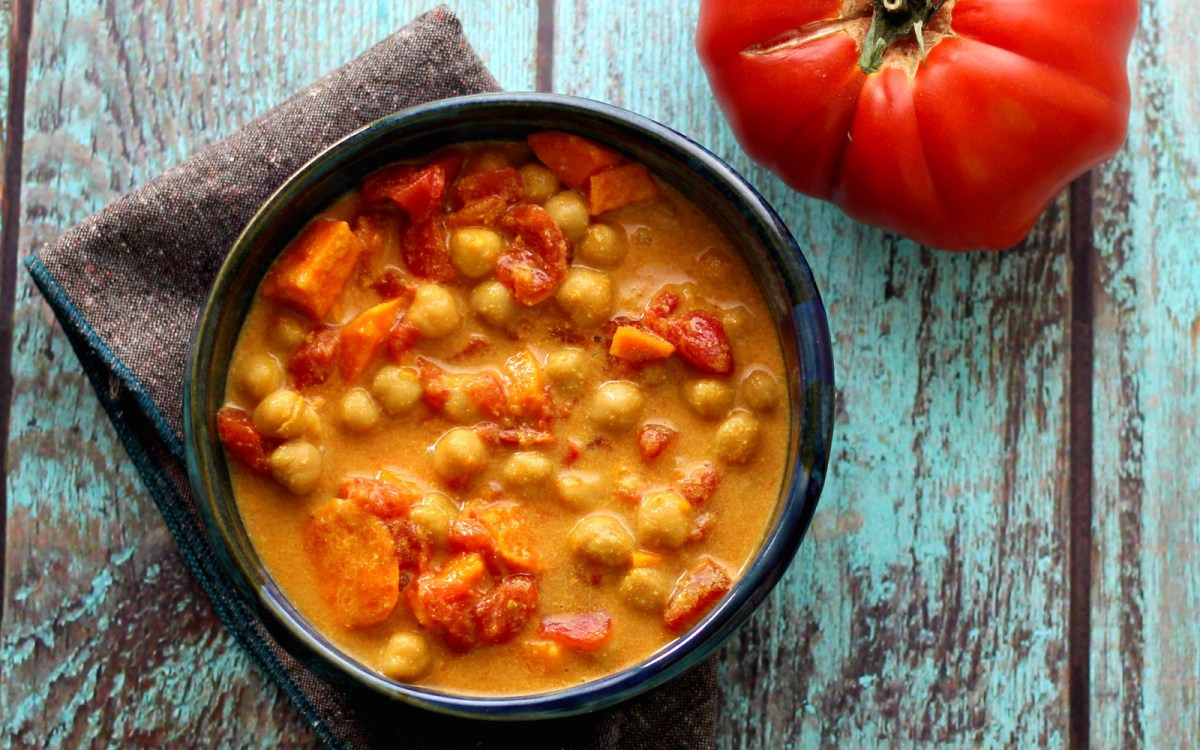Vegan Slow Cooker Summer Tomato and Chickpea Curry