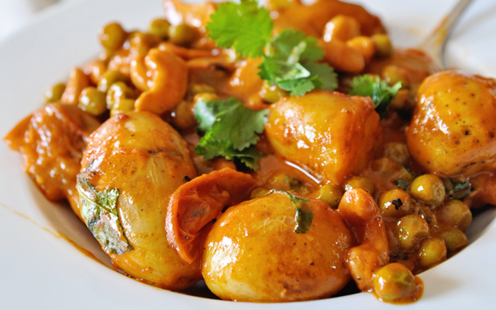 Vegan Curry and Coconut Potatoes With Cashews and Peas