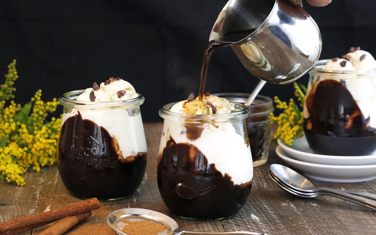 Vegan Spiced Cashew Cream Affogato