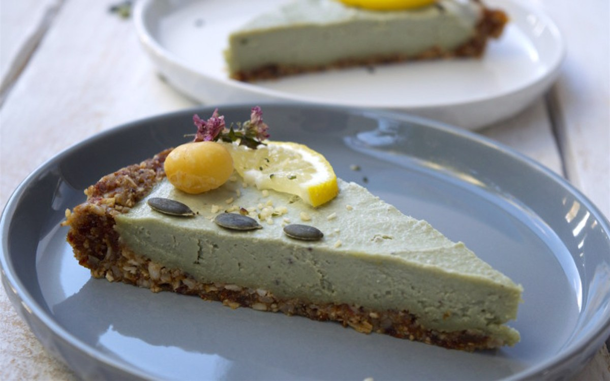 Raw Lime Matcha Cheesecake