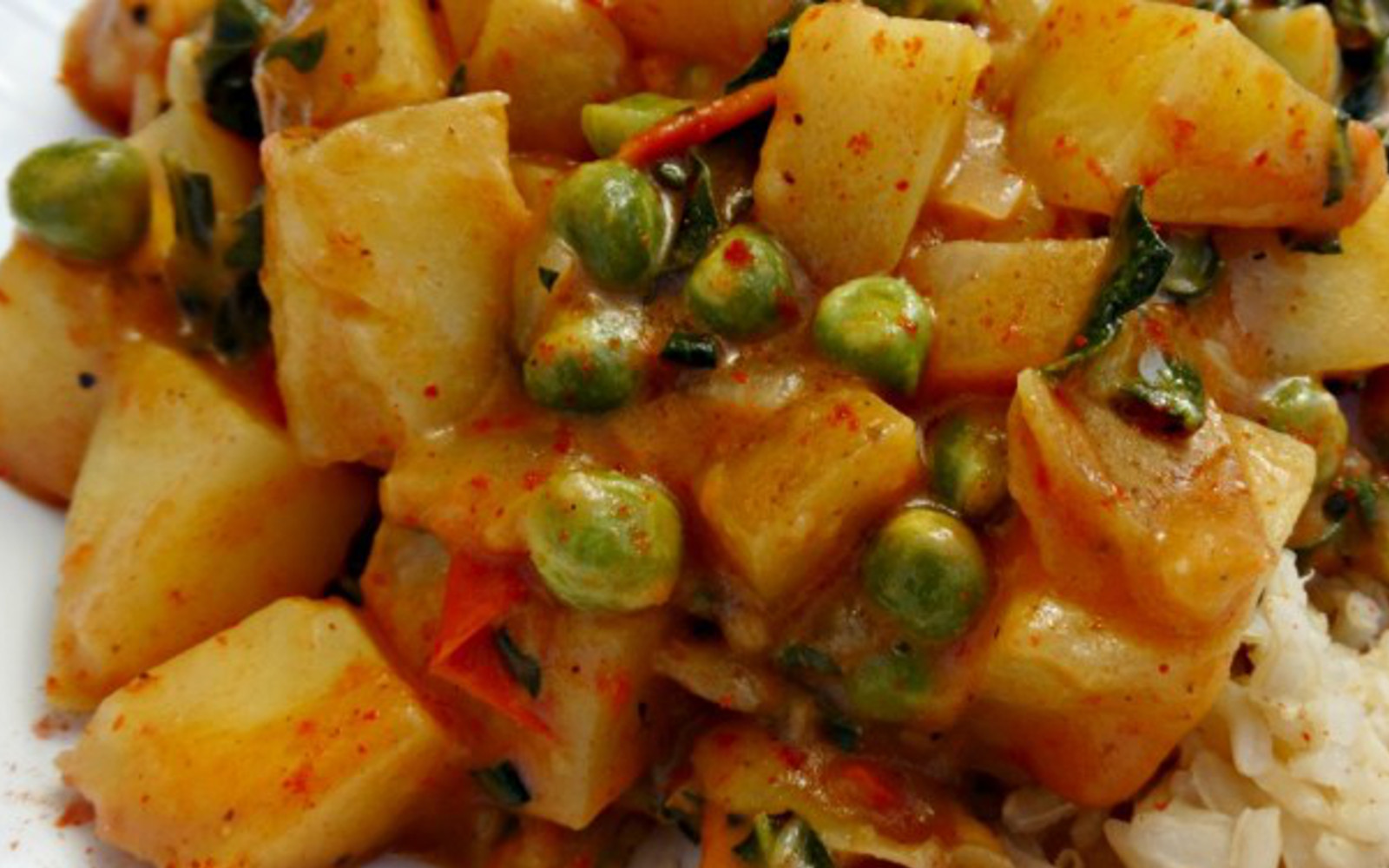 Vegan Nourishing Potato Curry With Kale, peas