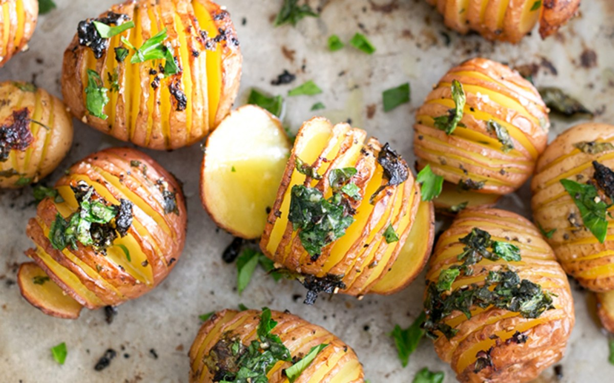Easy and Zesty Lemon Garlic Herb Roasted Potatoes