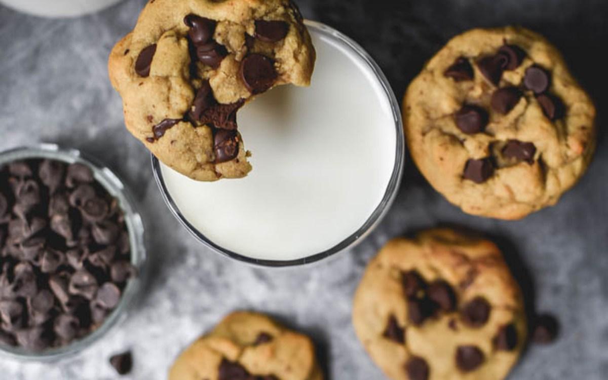 Vegan Almond Flour Chocolate Chip Cookies