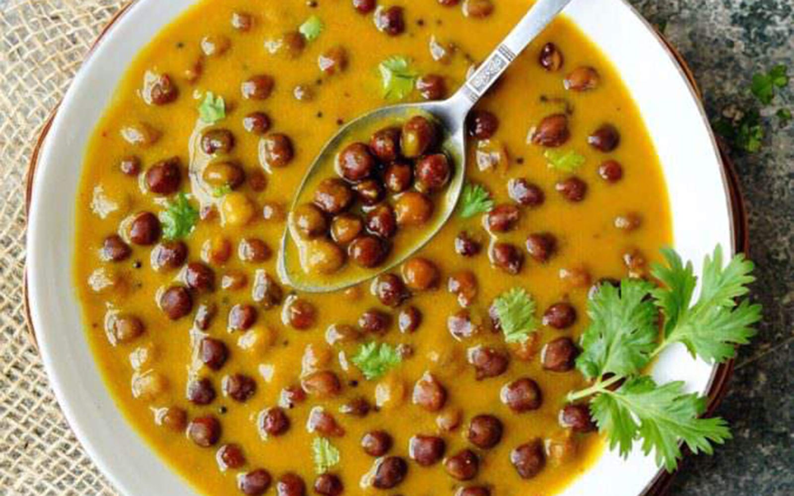 Gujarati Rasawala Chana: Black Chickpea Curry