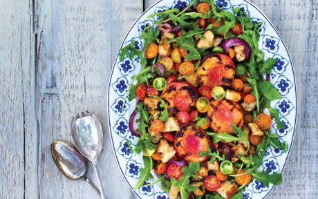 Grilled Peach and Arugula Salad With Grilled Croutons [Vegan]