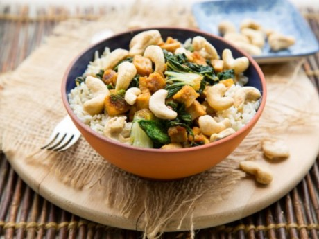 Ginger-Citrus Tofu Powerbowl with Bok Choy and Cashews