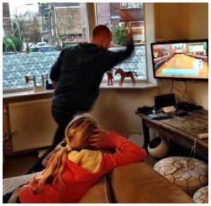 Henk en Mia Wii U testen