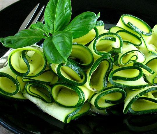 Salade met courgette en sperziebonen