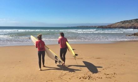 De tiener in Martinhal: Mia's yoga- en surfavontuur