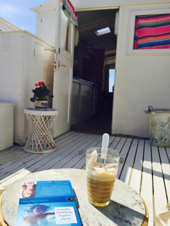 lezen bij strandhuisje