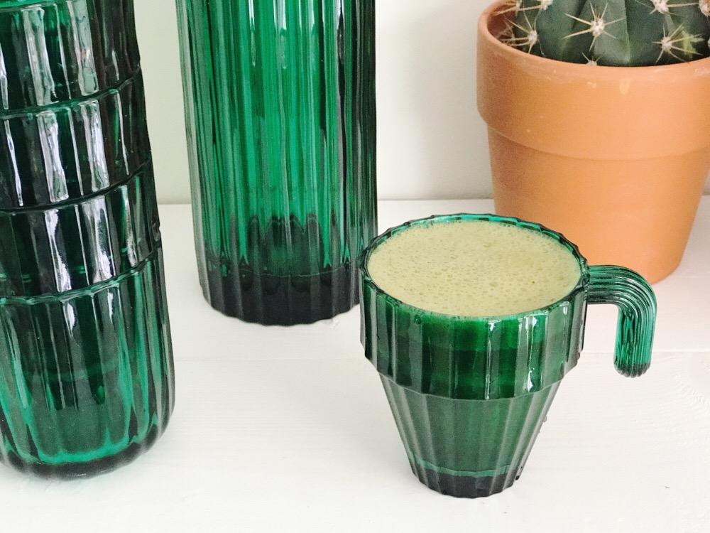 groene smoothie met spinazie en kersengroene smoothie met spinazie en kersen