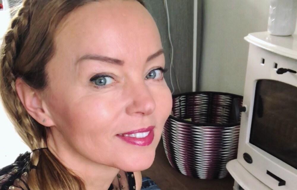 Winnen: permanente make-up (wenkbrauwen of eyeliner)