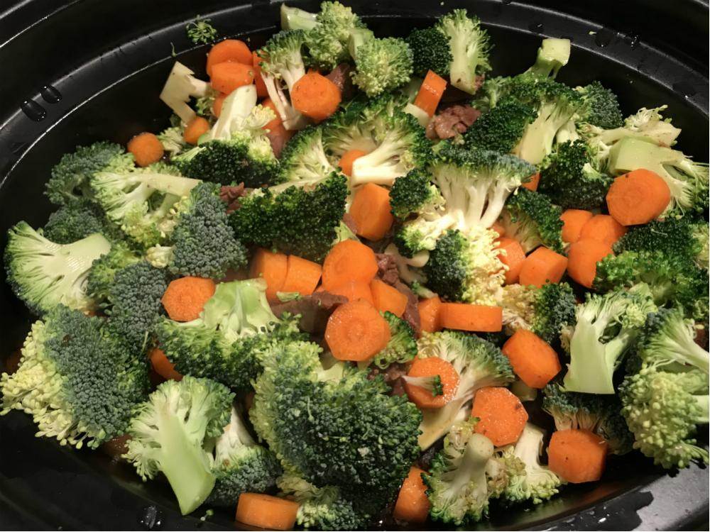 rundvlees met cashewnoten groenten erbij