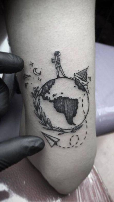wereldkaart tattoo met poppetje