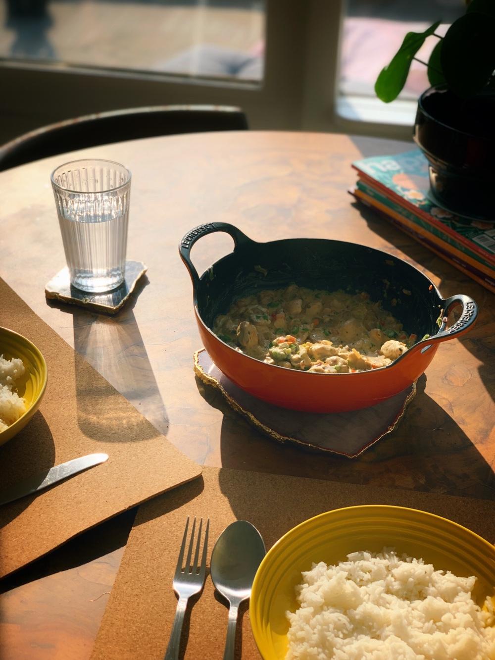 Makkelijk zomerrecept: kip Boursin met rijst en groente