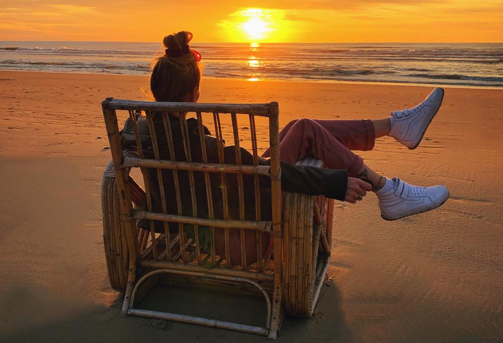 zonsondergang bij het strandhuisje