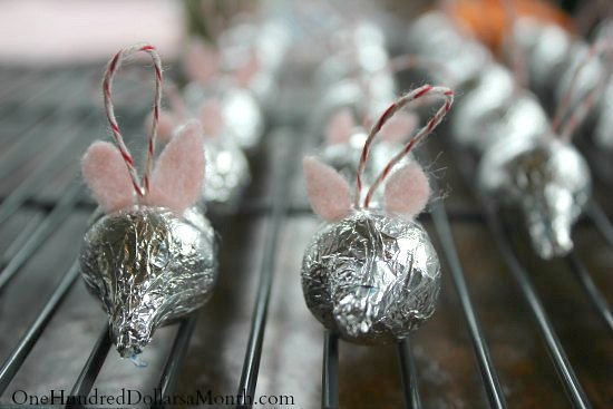 Easy Christmas Crafts for Kids – Hershey's Kiss Candy Mice Ornament