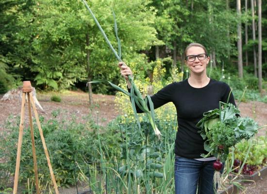 mavis-butterfield-in-the-garden- (1)