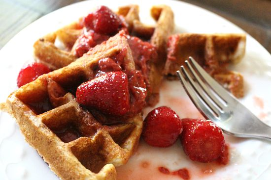 strawberry waffles syrup
