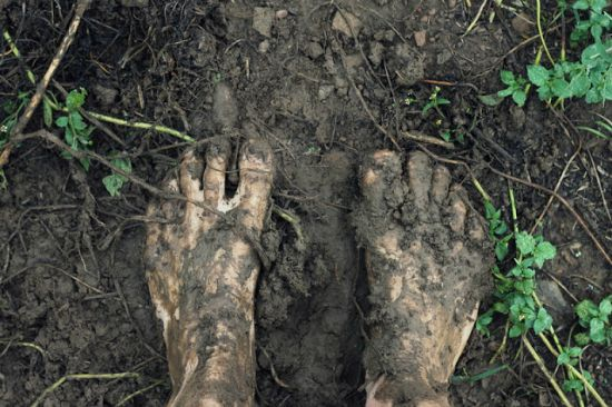feet in mud