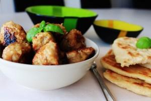 Kyllingekødboller Med Fladbrød - Nemme Kyllingefrikadeller