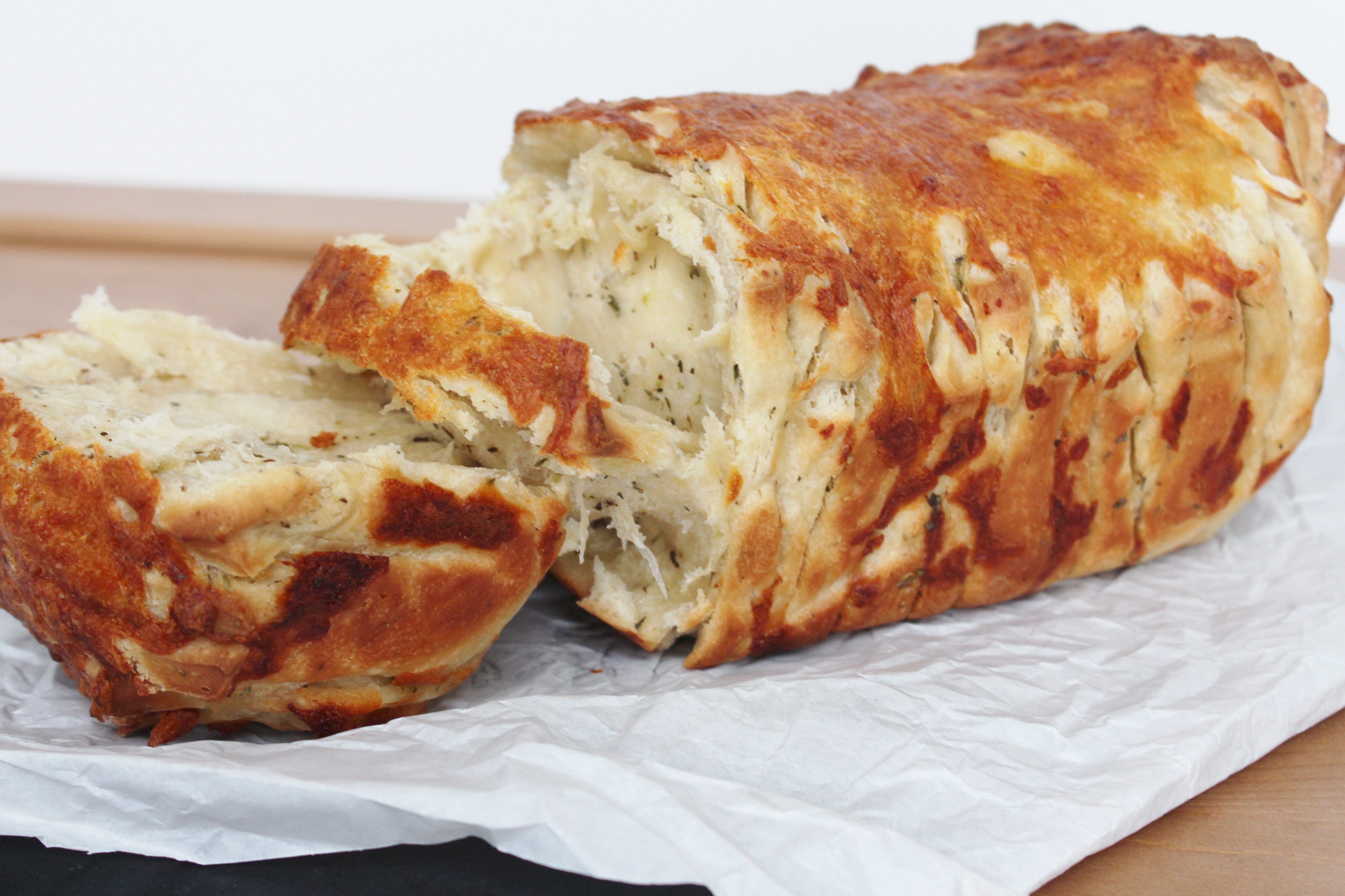 Pull-Apart Bread With Cheese, Thyme And Oregano!