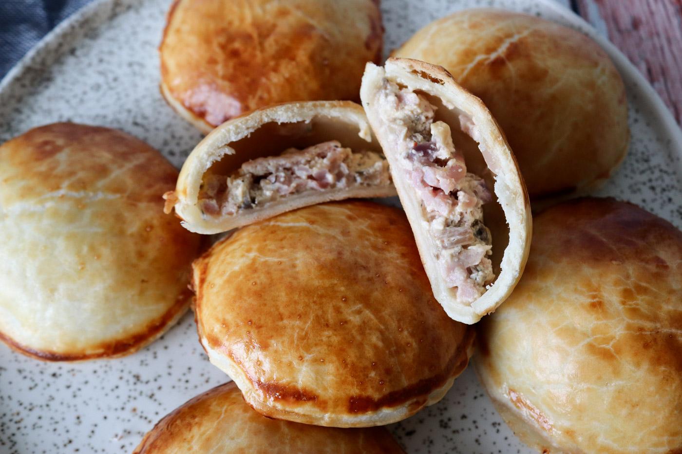 Små Tærte Hapsere Med Flødeost, Skinke Og Champignon