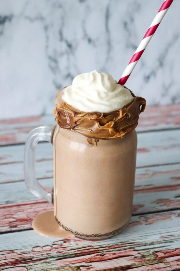 Lækker Milkshake Med Peanut Butter Og Nutella - Hjemmelavet Milkshake