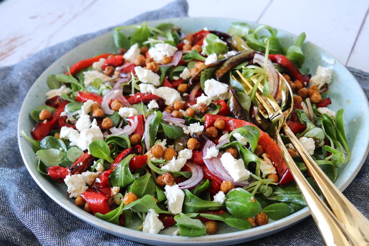 salat med kikærter og feta
