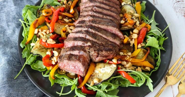Salat Med Nyretapper, Stegt Aubergine, Peberfrugter Og Peanuts