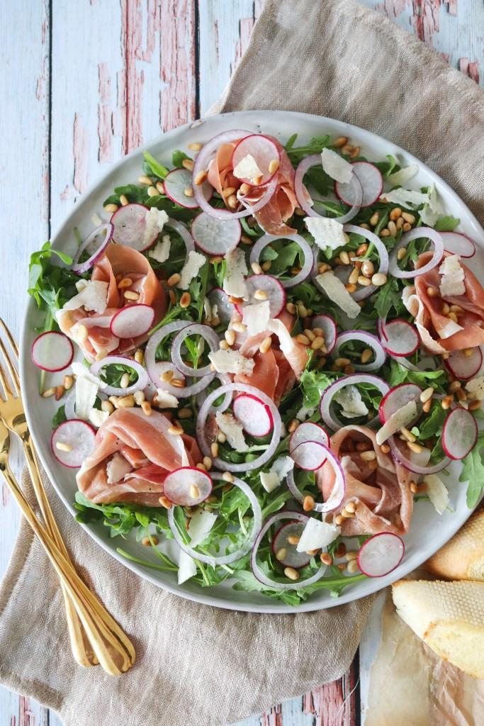 Lækker Salat med Parmaskinke, Rucola Og Pinjekerner