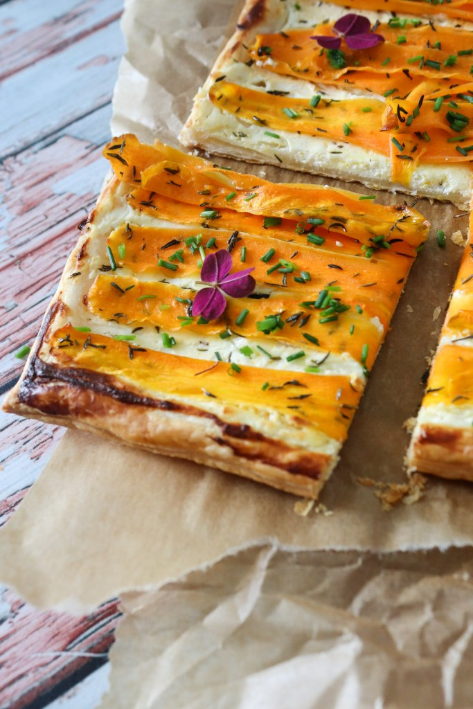 Sprød Butterdejstærte Med Gulerødder Og Fetacreme