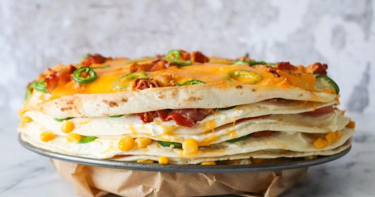 Tortillalasagne Med Bacon, Ost, Tomat Og Jalapeños