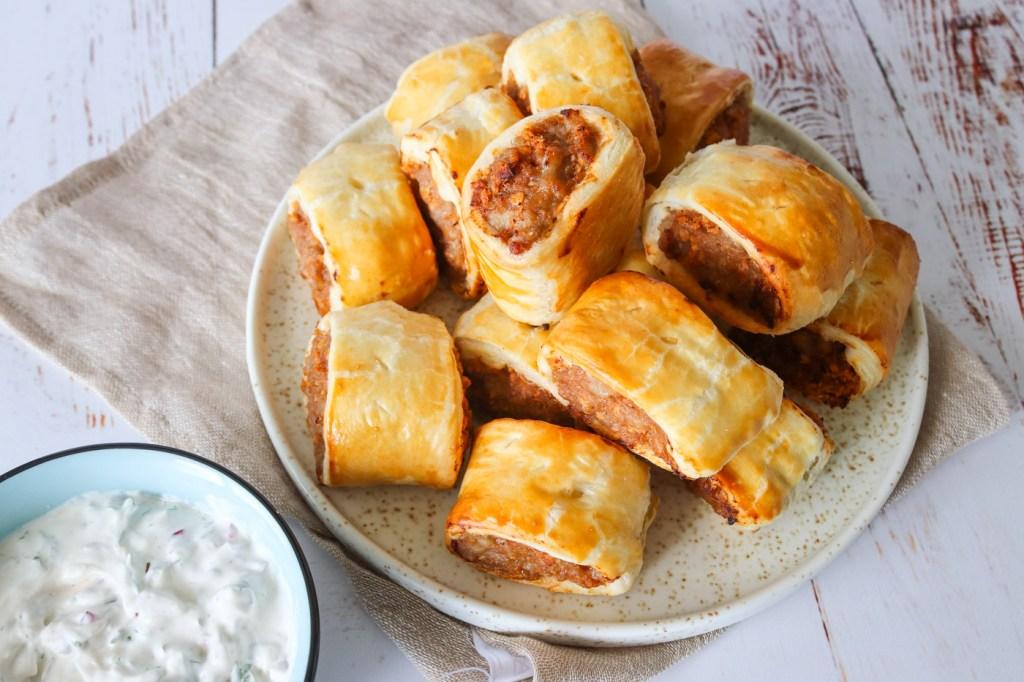 Engelske Pølsehorn Med Butterdej, Medister Og BBQ