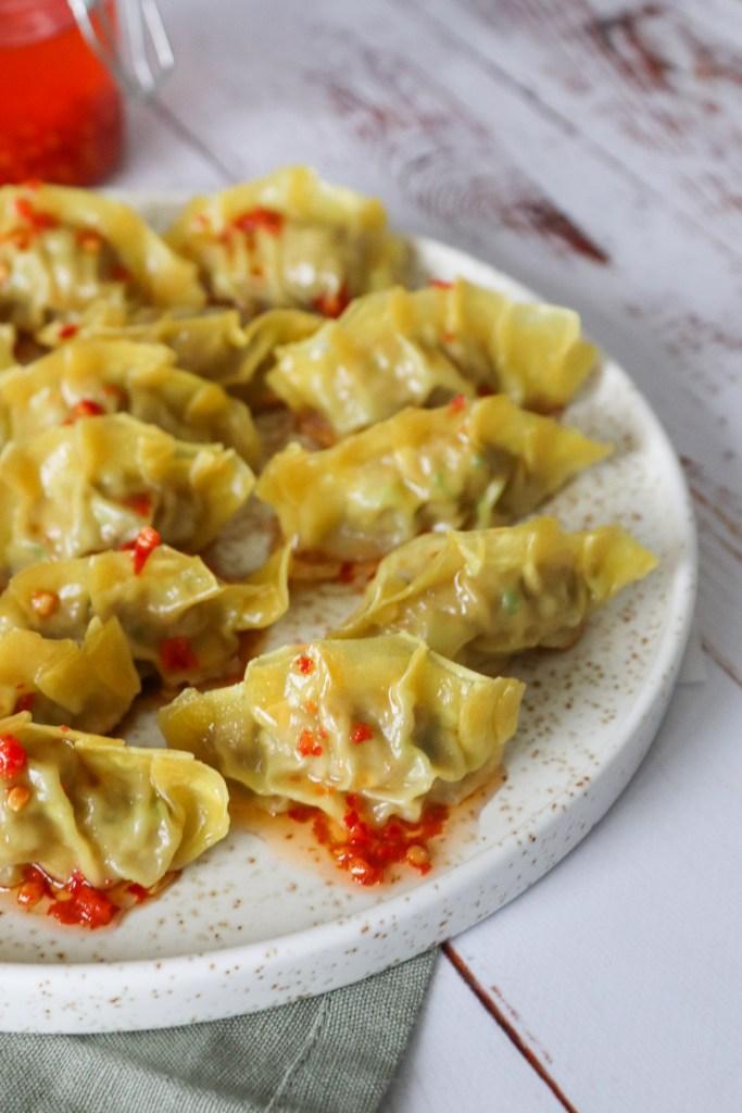 Hjemmelavede Dumplings Med Svinekød Og Forårsløg