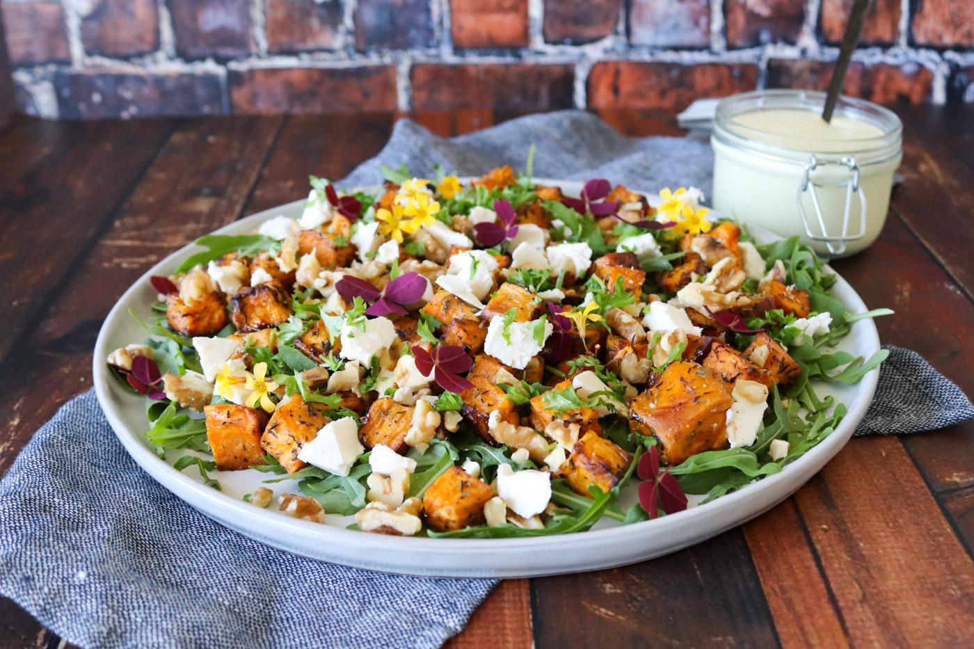 Salat Med Bagte Søde Kartofler, Feta Og Valnødder – Opskrift På Salat
